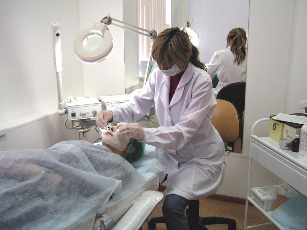 В кабинет физиотерапии нужно ли мед образования