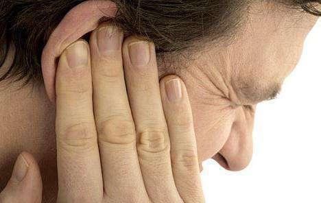 Прыщ на лице с кровью — причины появления и методы