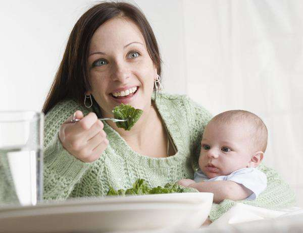 Чего не должно быть в рационе кормящей матери?