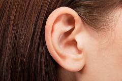 Опухоль на ухе: диагностика и лечение жировика