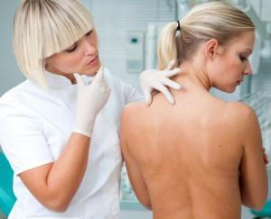Как лечить жировики на спине