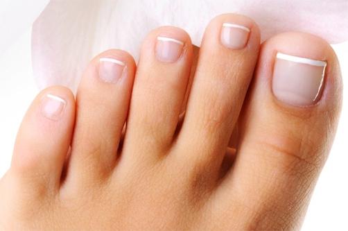 На фото: ногти на ногах