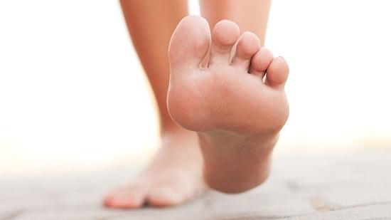 На фото: здоровые ноги