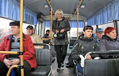 На фото: общественный транспорт