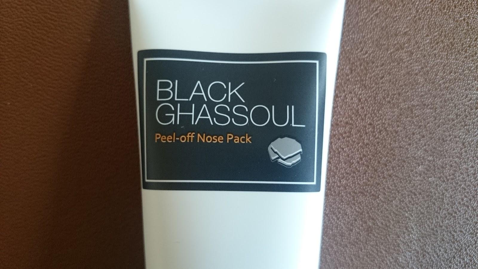 На фото: «Black Ghassoul Peel Off Nose Pack» от Missha