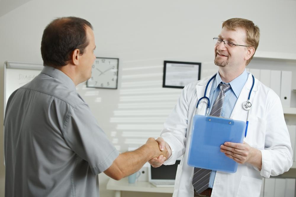 На фото: Лечение у врача