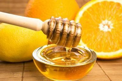 На фото: Мед и лимон