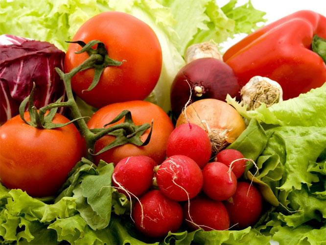 На фото: Свежие овощи