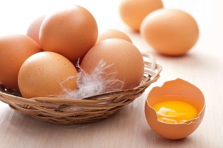 На фото: Куриное яйцо
